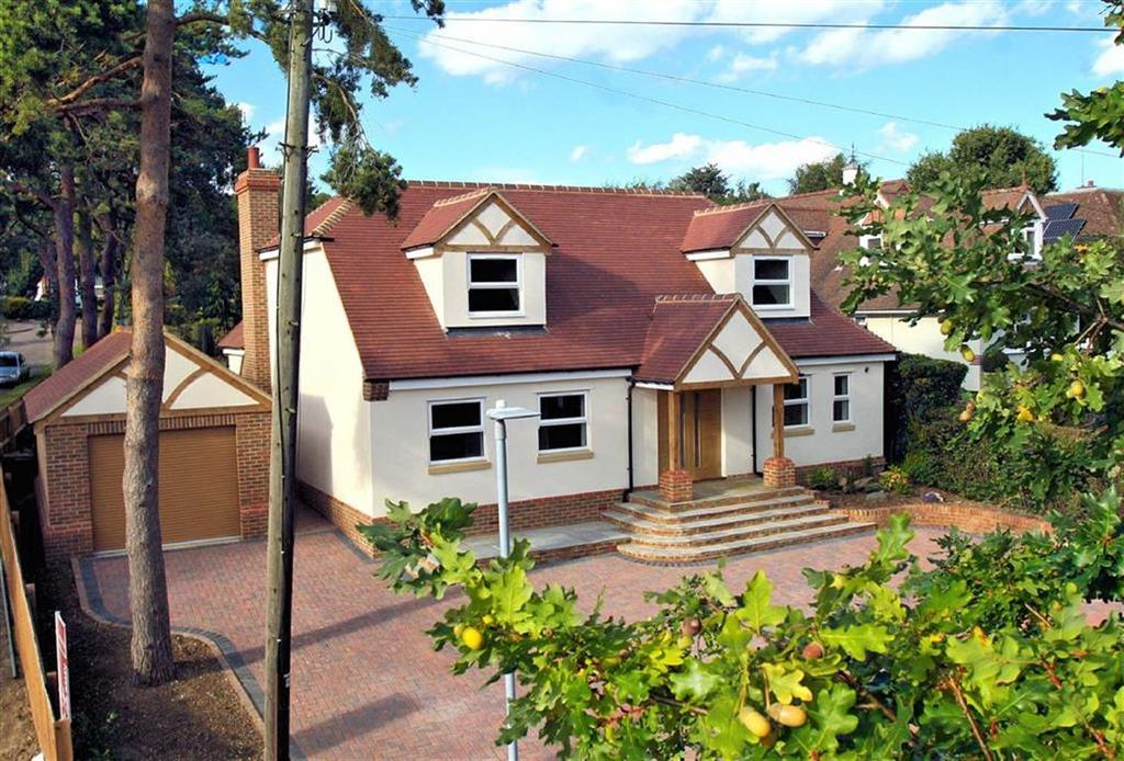 4 Bedrooms Detached House for sale in Heathbrow Road, Oaklands, Welwyn AL6 0QG