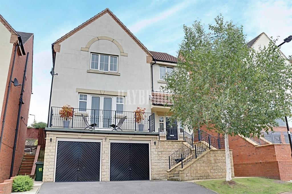 4 Bedrooms Detached House for sale in Kestrel Rise, Swallownest