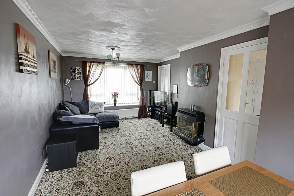 2 Bedrooms Semi Detached House for sale in Silkstone View, Hoyland