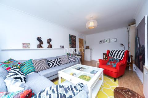 3 bedroom flat to rent - Atwater Close, Brixton