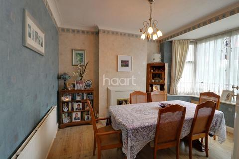 3 bedroom semi-detached house for sale - Lodore Gardens, London NW9