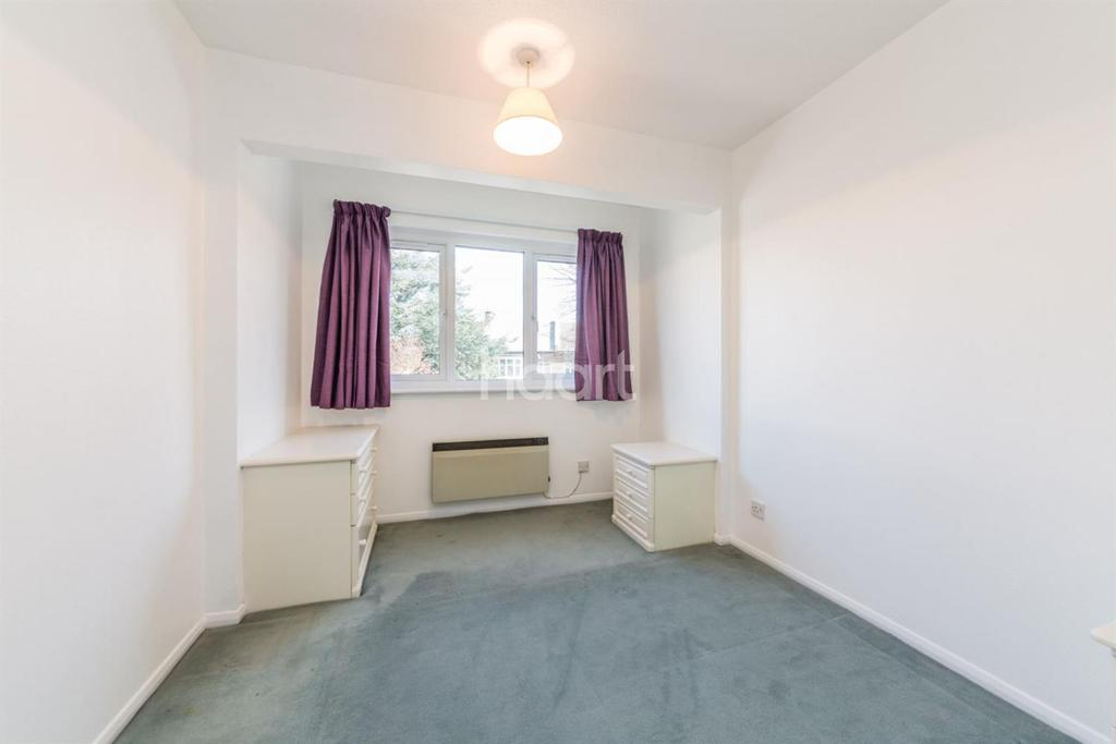 2 Bedrooms Flat for sale in Caroline Close, Streatham, SW16