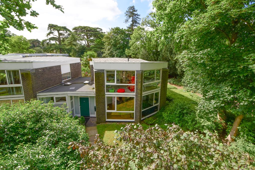 4 Bedrooms End Of Terrace House for sale in Templemere, Weybridge, Surrey, KT13