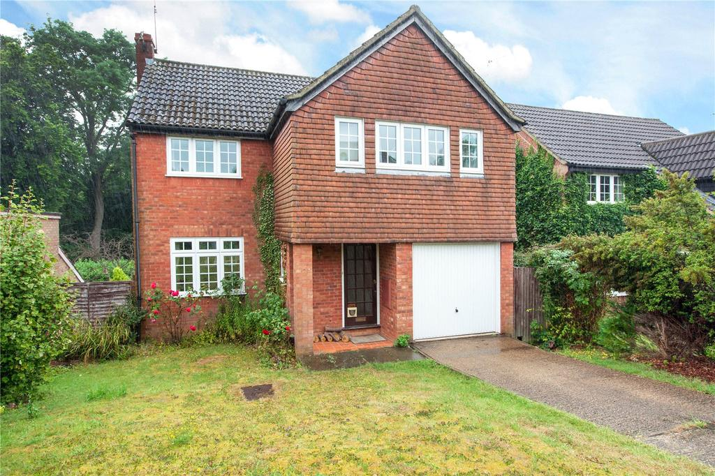4 Bedrooms Detached House for sale in MacDonald Close, Chesham Bois, Amersham, Buckinghamshire, HP6