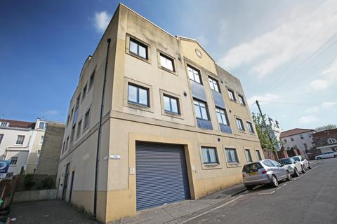 2 bedroom flat to rent - Media House, Wetherell Place