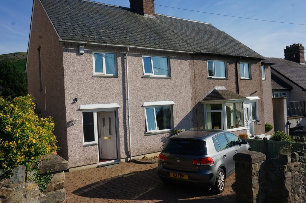 3 Bedrooms Semi Detached House for sale in MOUNT ROAD, LLANFAIRFECHAN LL33