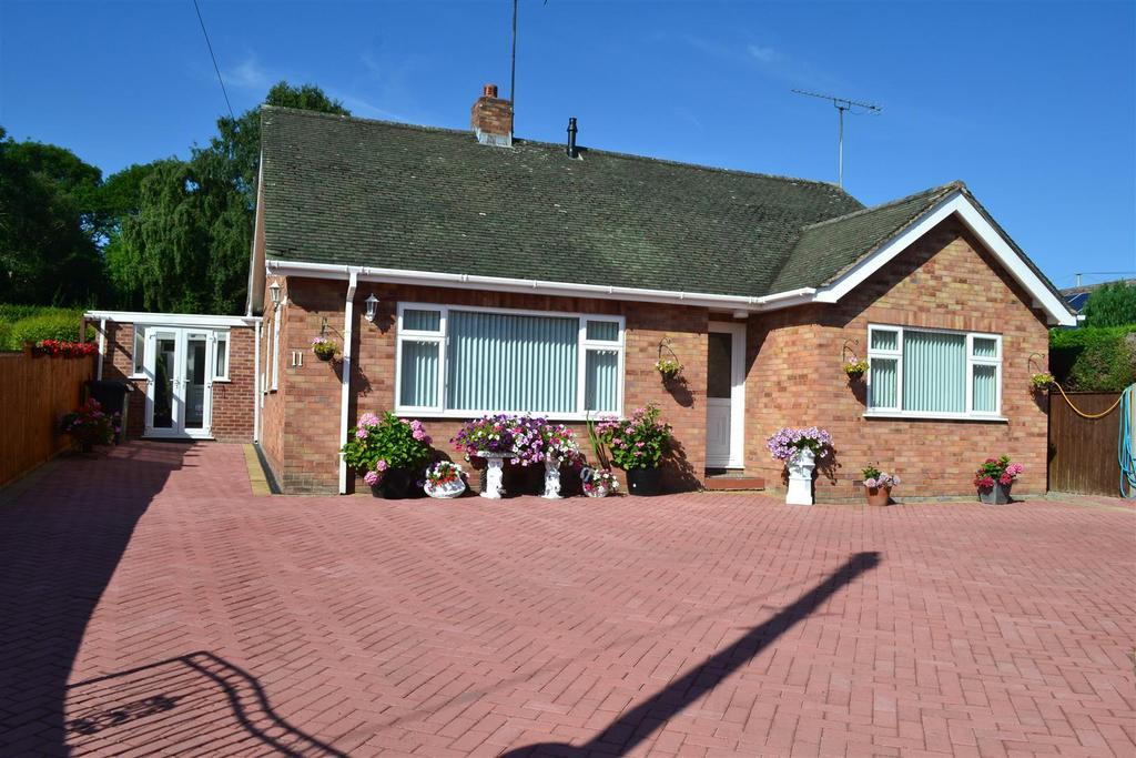 3 Bedrooms Detached Bungalow for sale in Newlands Road, Leominster