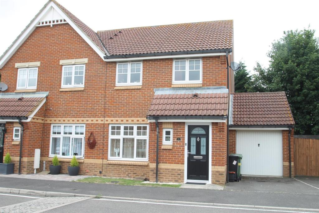 3 Bedrooms Semi Detached House for sale in Tattershall Road, Maidstone