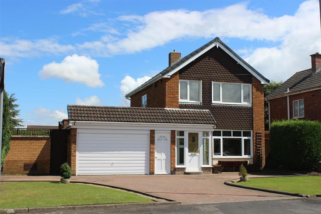 3 Bedrooms Detached House for sale in Claremont Road, Coton Green, Tamworth