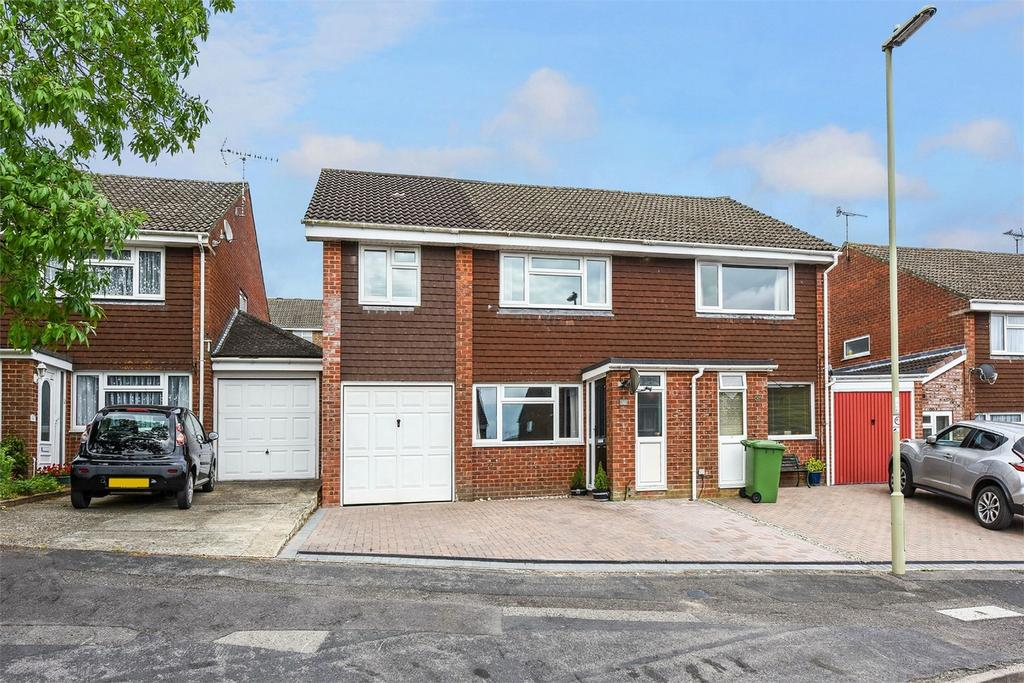 4 Bedrooms Semi Detached House for sale in Thorpe Gardens, Alton
