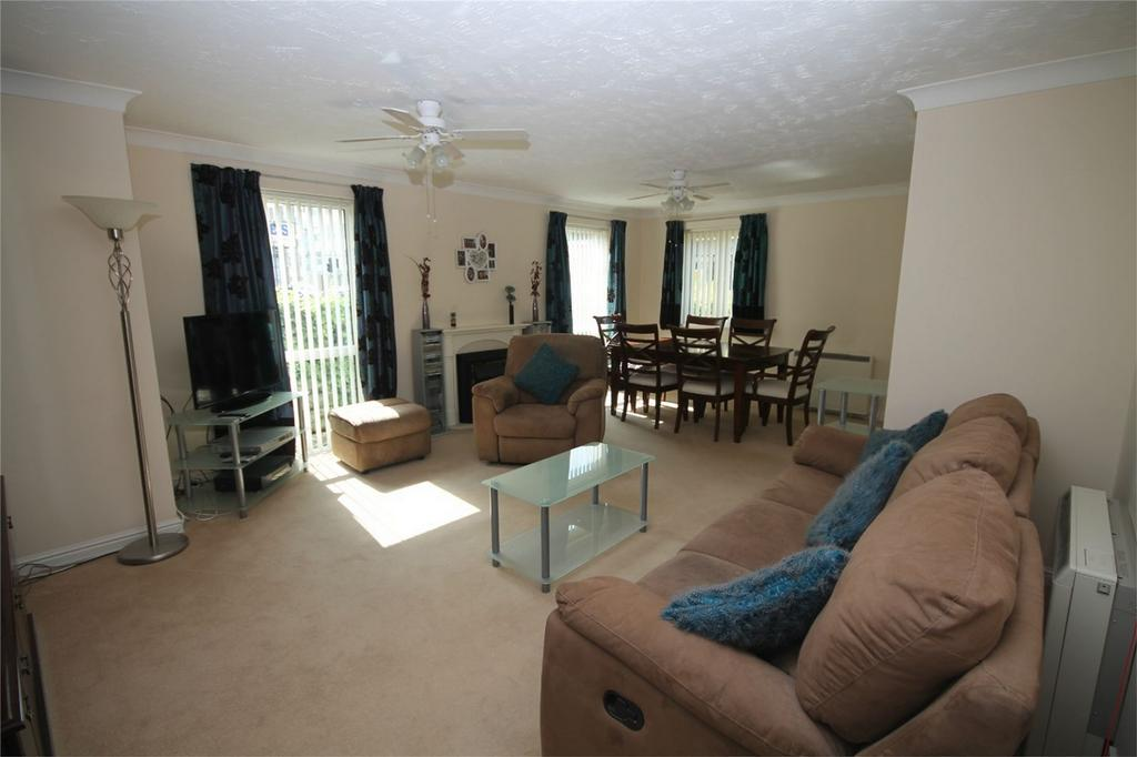 2 Bedrooms Retirement Property for sale in Parkland Grove, Ashford, Surrey