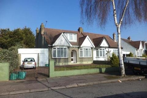 4 bedroom semi-detached bungalow for sale - Levett Gardens, Ilford ig3