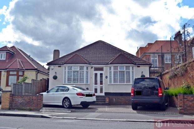 4 Bedrooms Detached Bungalow for sale in water lane, ilford ig3