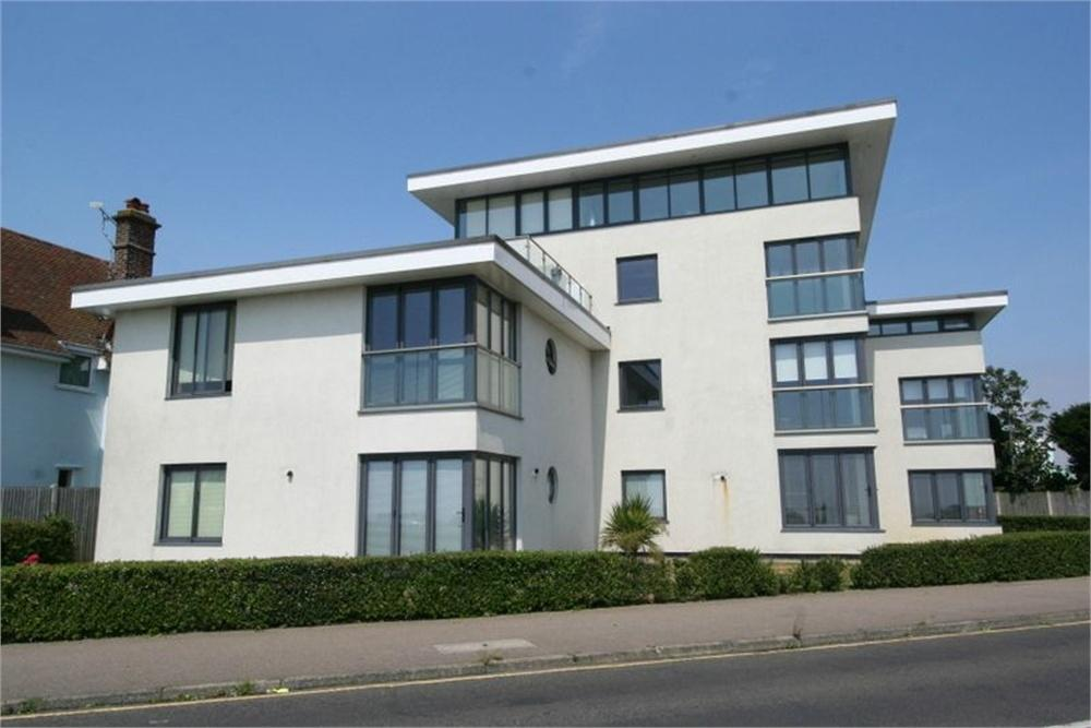 2 Bedrooms Flat for sale in Cliff Way, FRINTON-ON-SEA, Essex