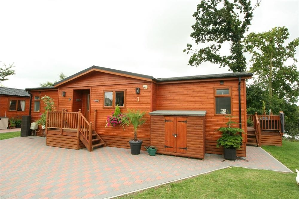 2 Bedrooms Park Home Mobile Home for sale in Homestead Lake Country Park, Thorpe Road, Weeley, Essex