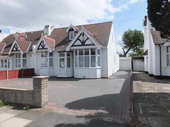 4 Bedrooms Semi Detached Bungalow for sale in Levett Gardens, Ilford ig3