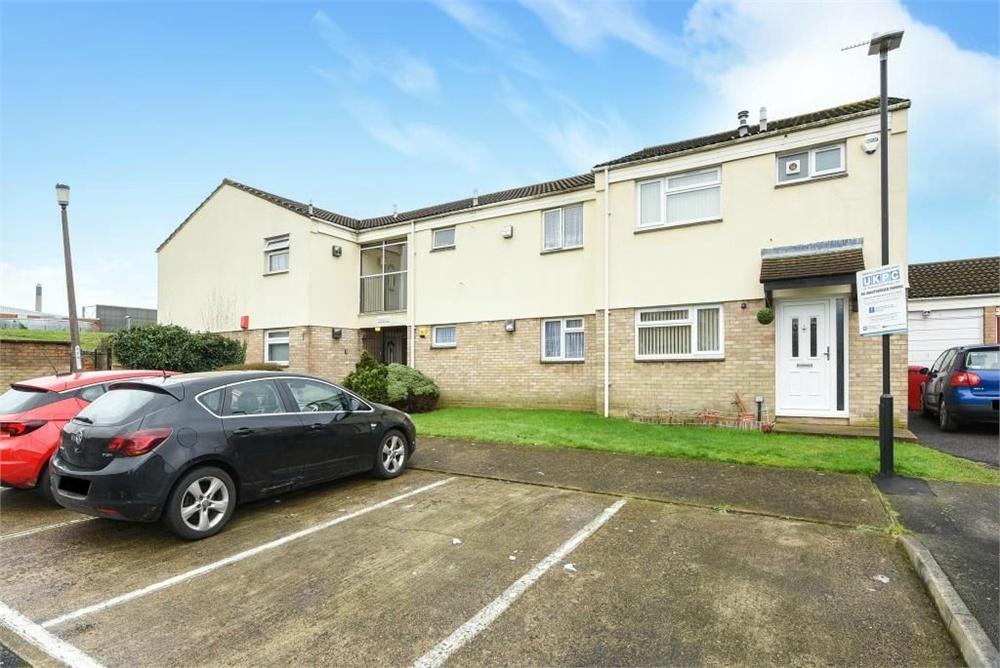 2 Bedrooms Flat for sale in Teesdale Road, Slough, Berks