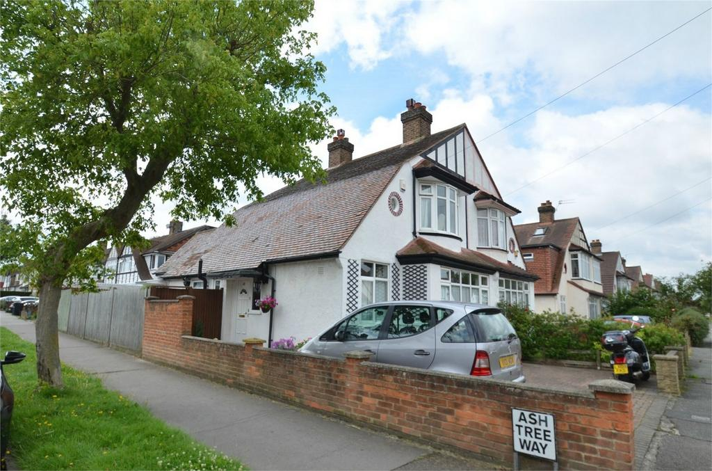 3 Bedrooms Semi Detached House for sale in Stoneleigh Park Avenue, Shirley, Croydon, Surrey
