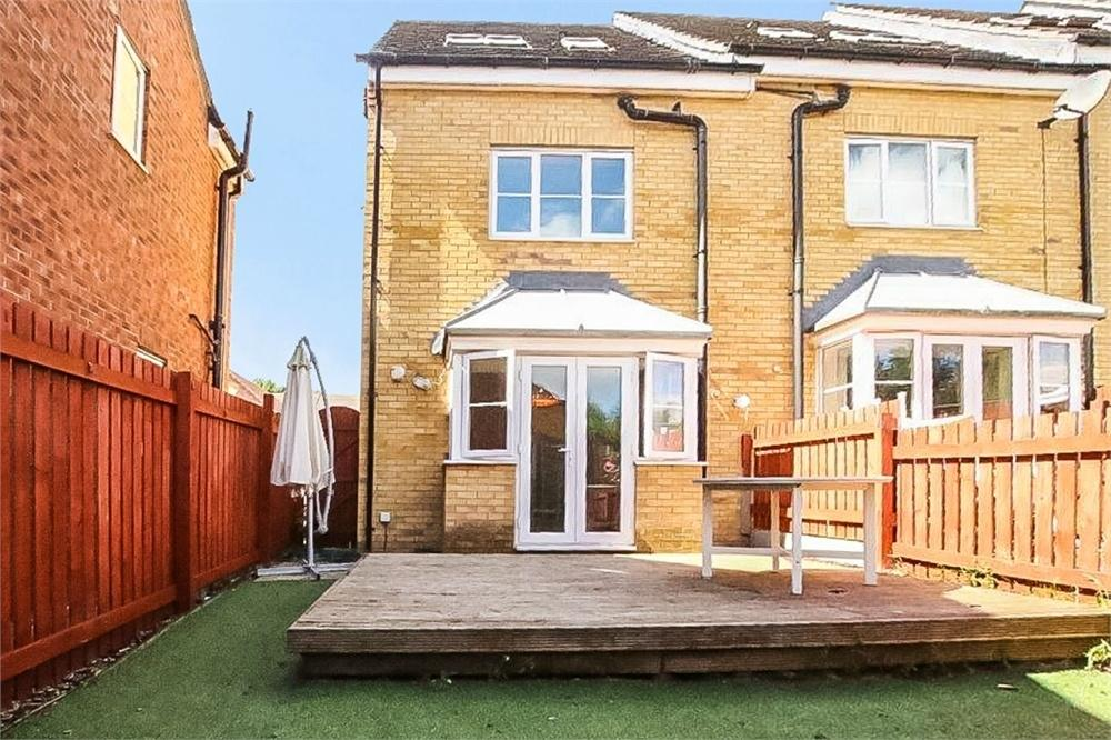 3 Bedrooms Town House for sale in Hawthorn Lane, CLECKHEATON, West Yorkshire
