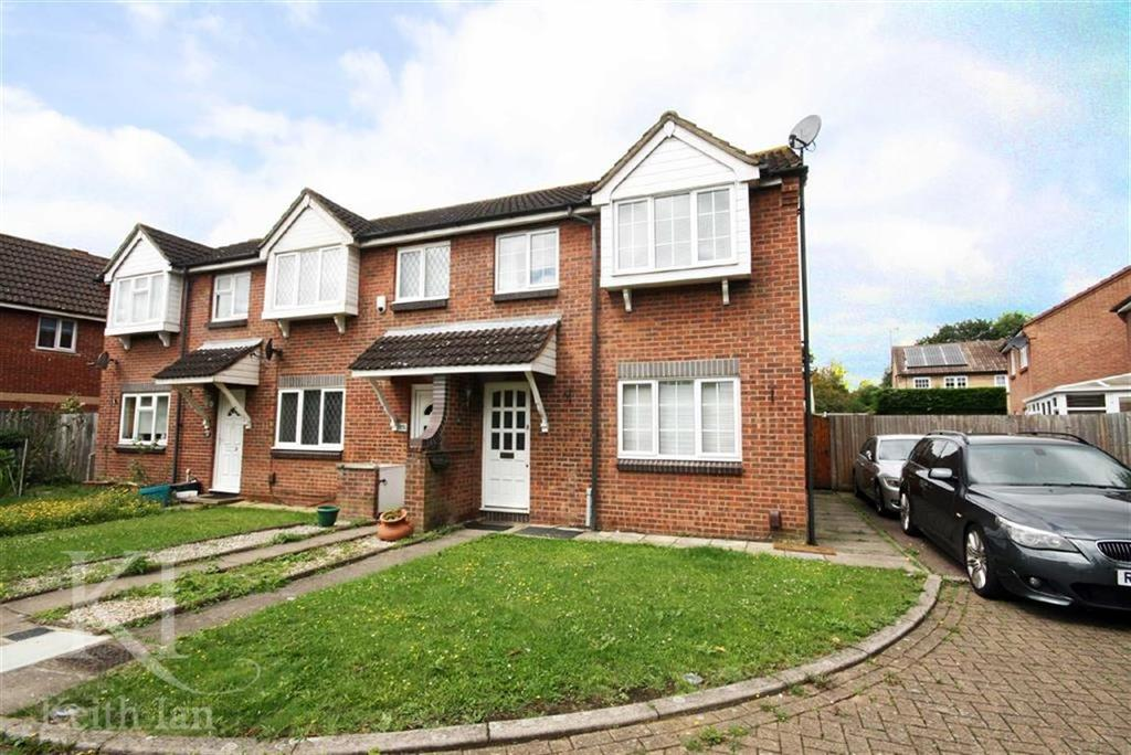 3 Bedrooms Semi Detached House for sale in Kingsmead, Cheshunt