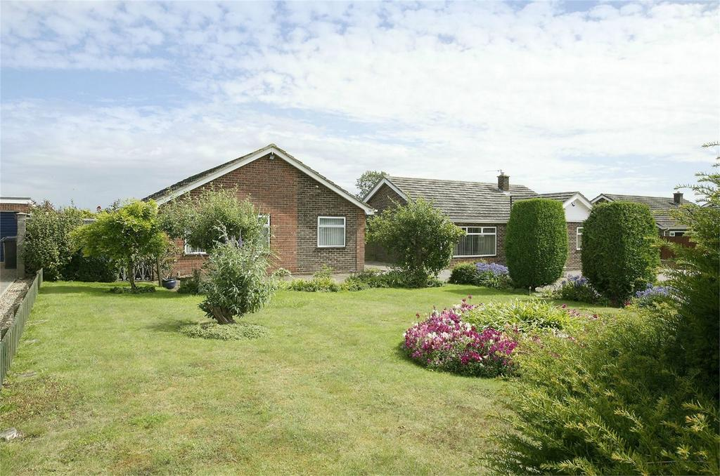 3 Bedrooms Detached Bungalow for sale in Cedar Drive, Attleborough, Norfolk