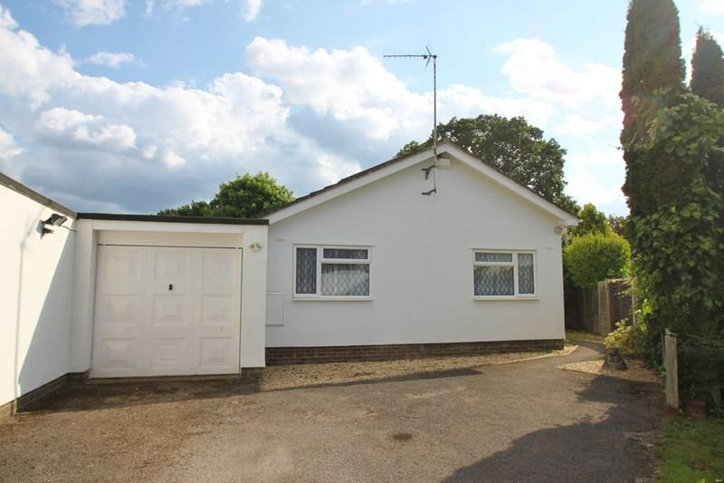 3 Bedrooms Detached Bungalow for sale in Nightingale Close, Verwood
