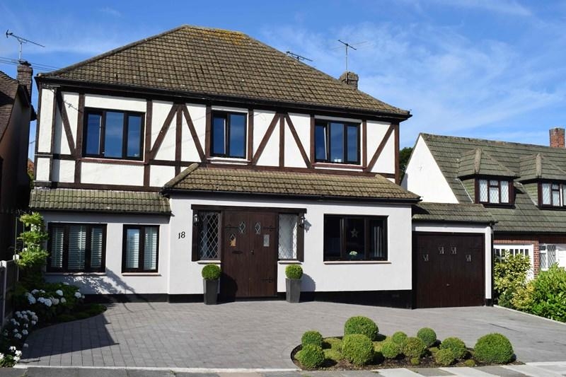 5 Bedrooms Detached House for sale in Treelawn Gardens, Leigh-On-Sea