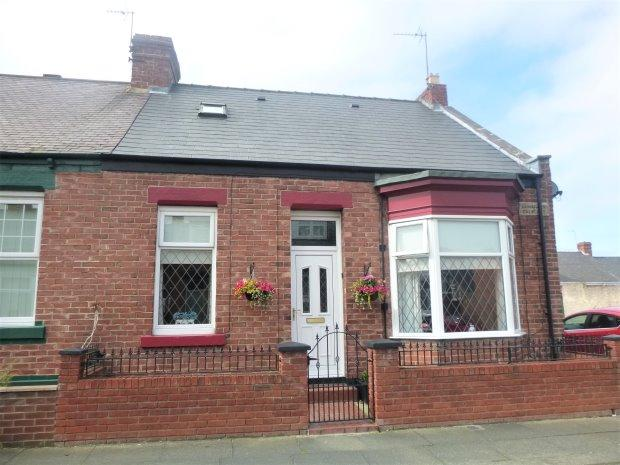 3 Bedrooms Terraced House for sale in HAWARDEN CRESCENT, OFF CHESTER RD, SUNDERLAND SOUTH