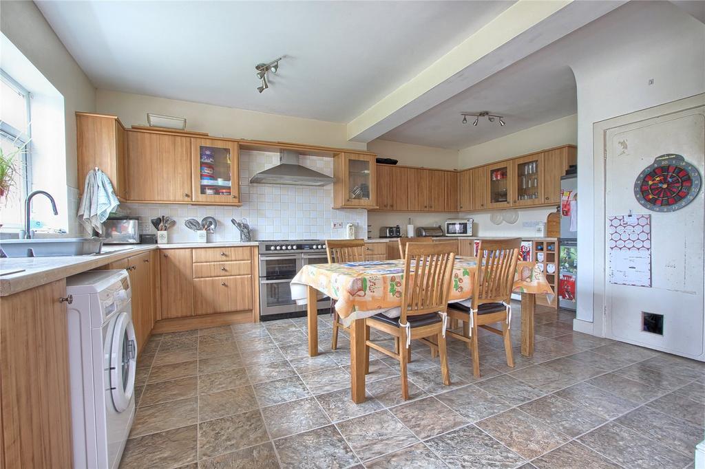 4 Bedrooms Terraced House for sale in Laburnum Road, Redcar
