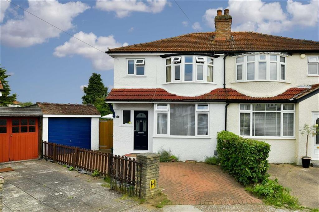 3 Bedrooms Semi Detached House for sale in Kingsmead Close, West Ewell, Surrey