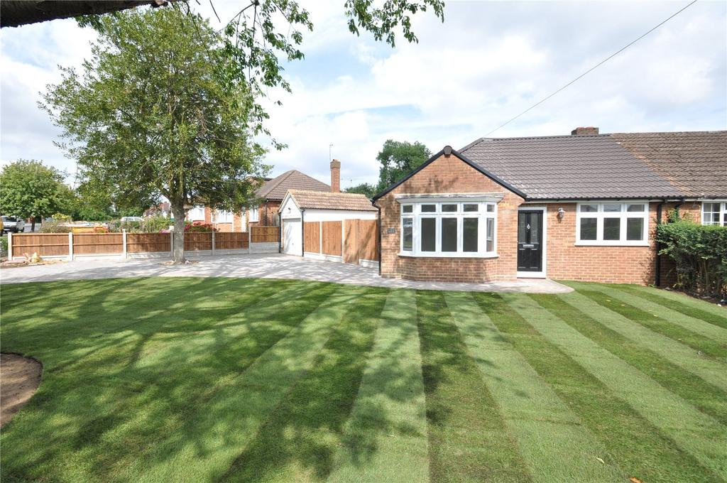 2 Bedrooms Semi Detached Bungalow for sale in Stanley Avenue, Chiswell Green, St Albans, Hertfordshire