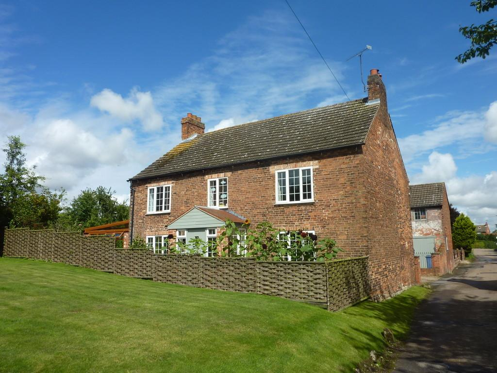 4 Bedrooms Cottage House for sale in Town Street, Lound, Retford