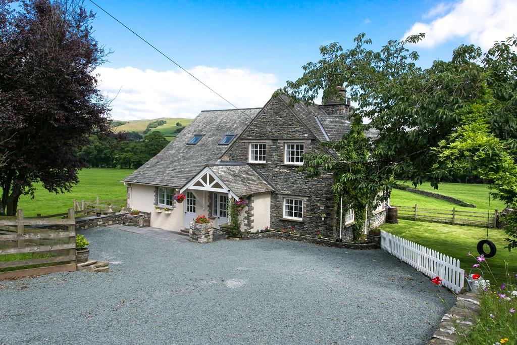 4 Bedrooms Cottage House for sale in Little Whitefoot, Burneside, Kendal, LA9 6RB