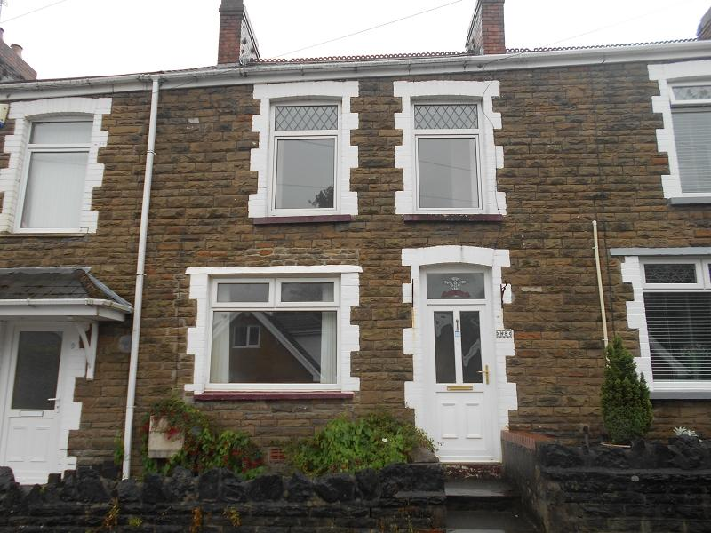 3 Bedrooms Terraced House for sale in Cae Nant Terrace, Neath, Neath Port Talbot.