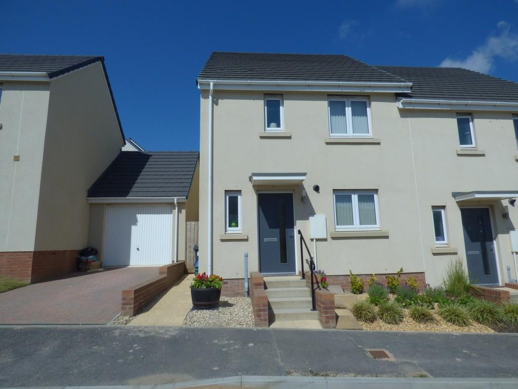 3 Bedrooms Semi Detached House for sale in Saxon Way, Kingsteignton, TQ12 3GE