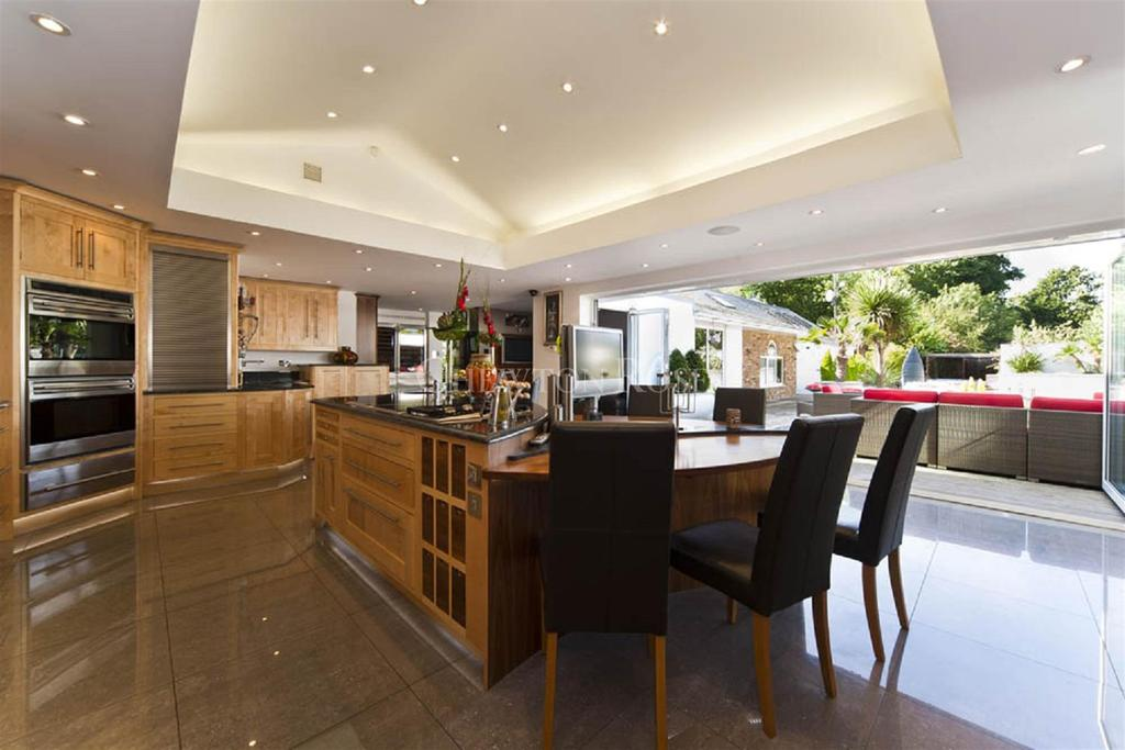 7 Bedrooms Detached House for sale in Bourne End, Buckinghamshire