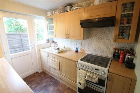 2 bedroom ground floor maisonette to rent - St Anthonys Avenue, IG8