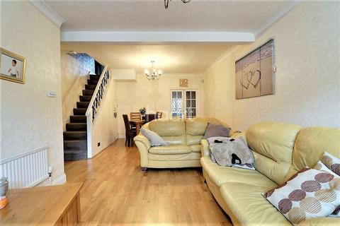 3 bedroom terraced house for sale - Stanley Road, Ilford, Essex