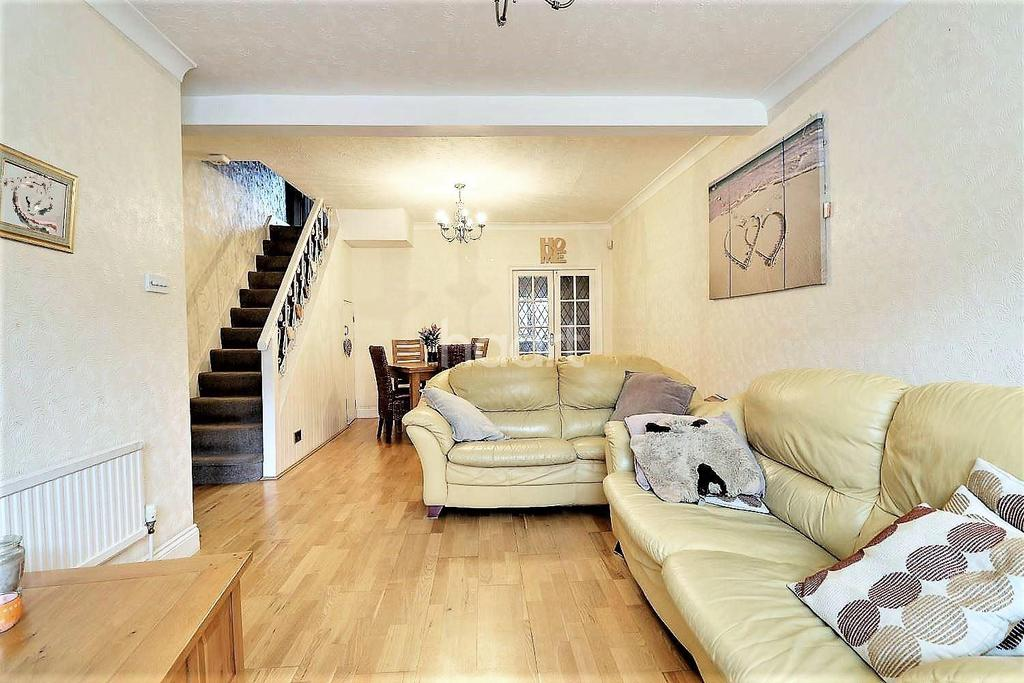 3 Bedrooms Terraced House for sale in Stanley Road, Ilford, Essex