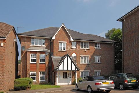 2 bedroom flat for sale - Fawcett Close, Streatham, SW16