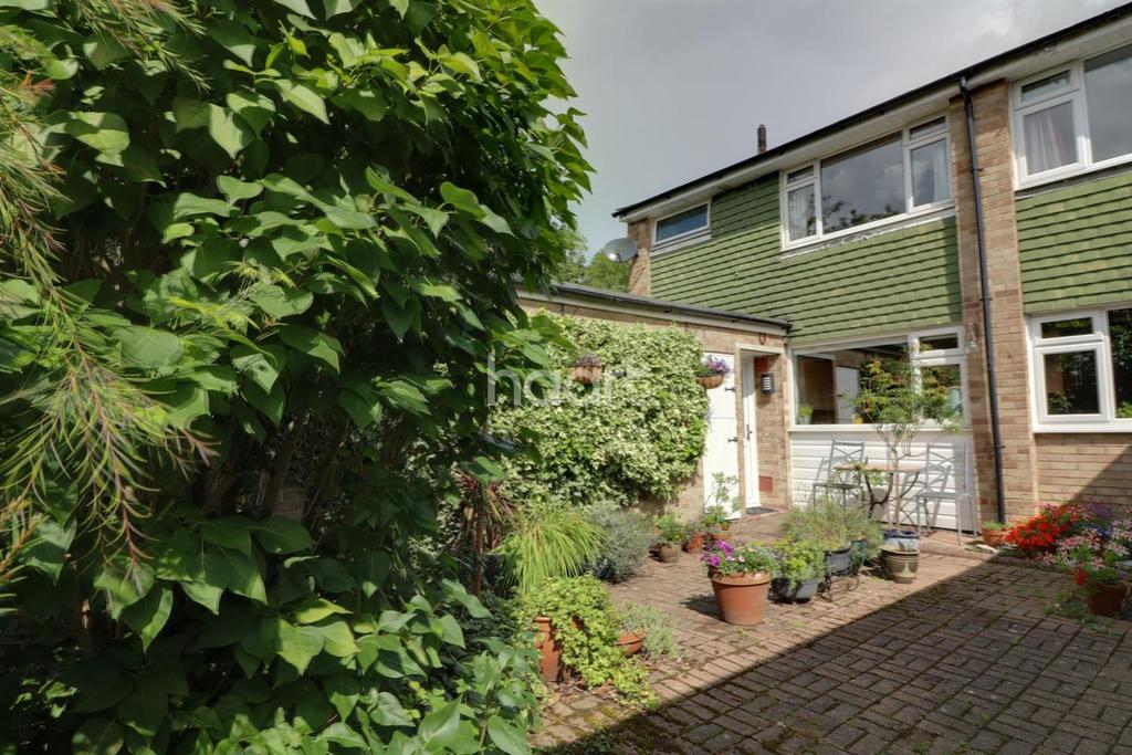 3 Bedrooms End Of Terrace House for sale in Charlton Village, Shepperton