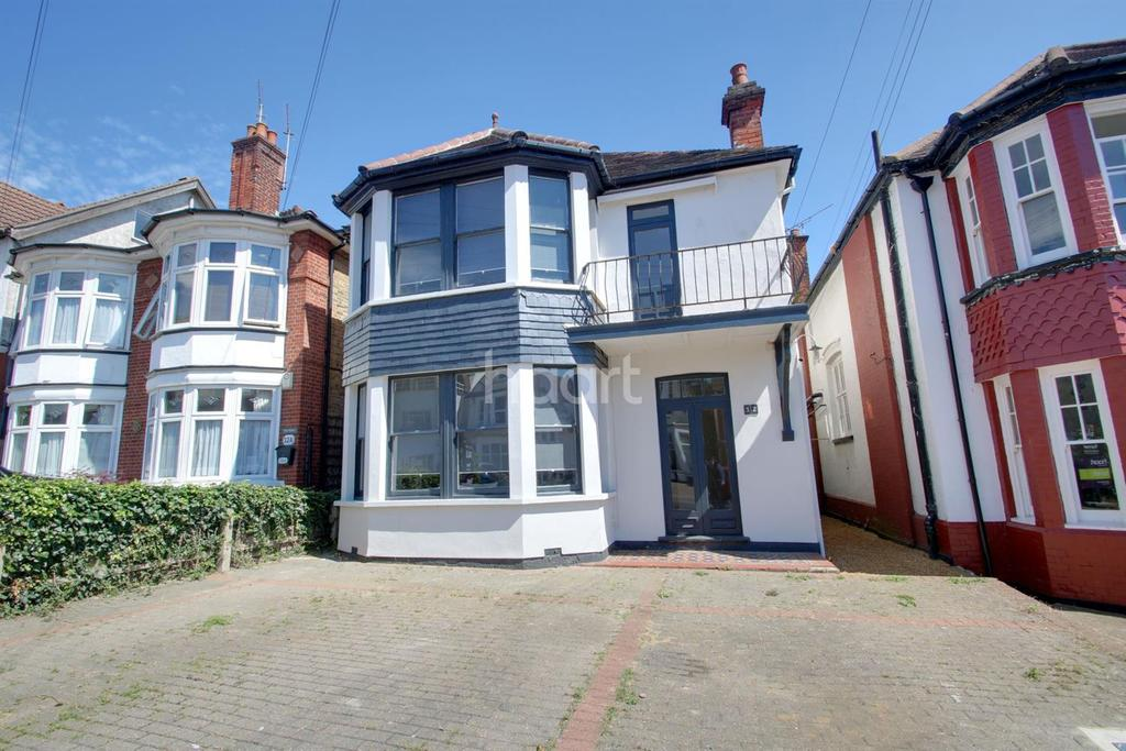 5 Bedrooms Detached House for sale in Cobham Road