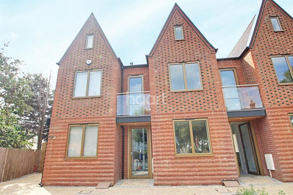3 Bedrooms Terraced House for sale in Valkyrie Road