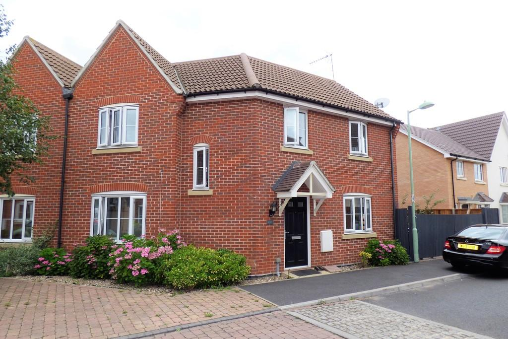 3 Bedrooms Semi Detached House for sale in Fennel Drive, Red Lodge
