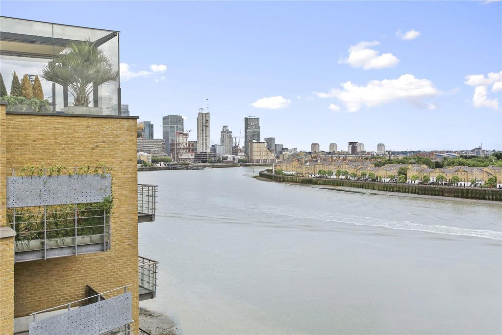 2 Bedrooms Penthouse Flat for sale in Keepier Wharf, 12 Narrow Street, London, E14