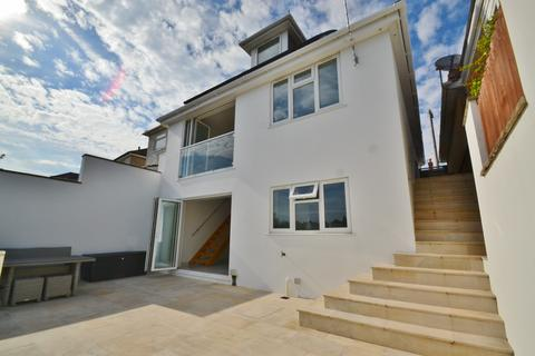 4 bedroom detached house for sale - Winton