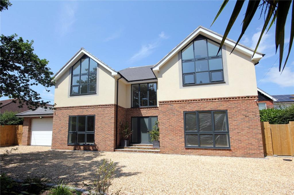 4 Bedrooms Detached House for sale in Elphinstone Road, Highcliffe, Christchurch, Dorset, BH23