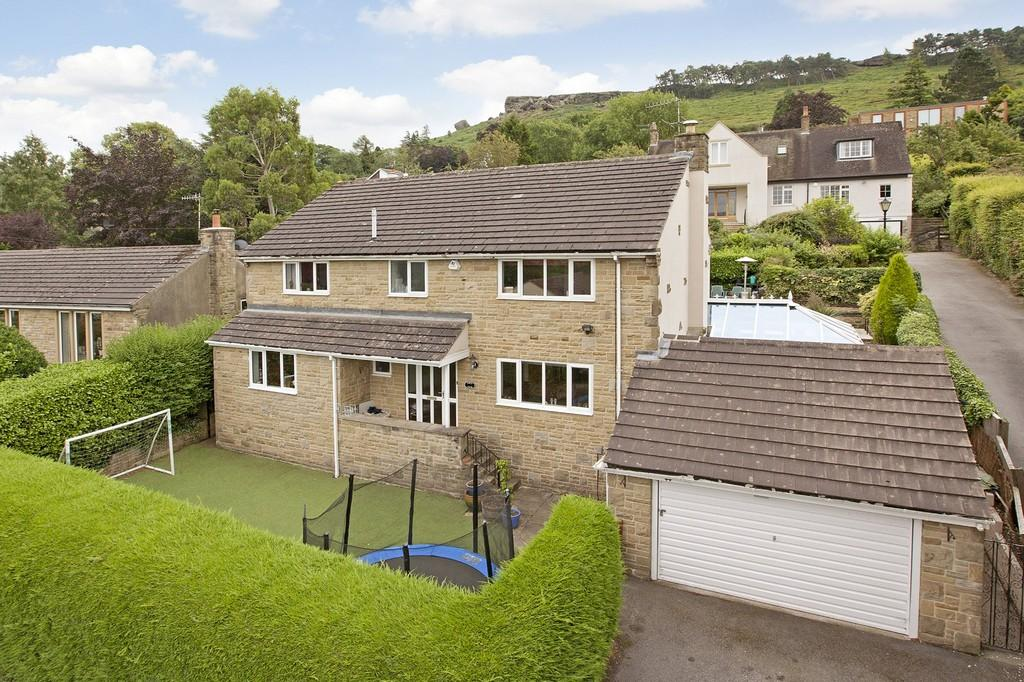 4 Bedrooms Detached House for sale in Ben Rhydding Road, Ilkley