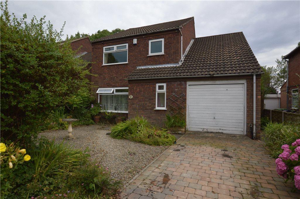 3 Bedrooms Detached House for sale in Moor Allerton Drive, Leeds
