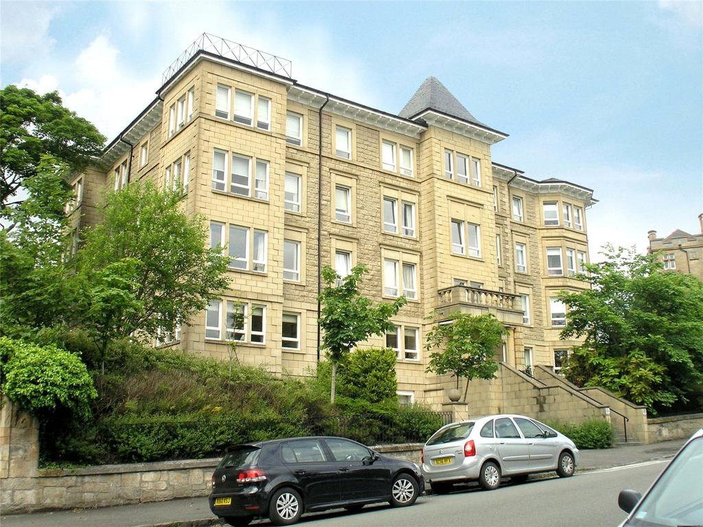 3 Bedrooms Apartment Flat for sale in 2/2, Beaconsfield Road, Cleveden, Glasgow